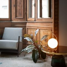 Lampe de table IC basse laiton brossé - Flos - The Conran Shop 1930s Living Room, Formal Living Rooms, Interior Design Living Room, Living Room Designs, Modern Living, Interior Columns, Living Room Colors, Home Decor, Table Lamp
