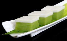 Ingredients Green pandan layer 70g rice flour 25g green pea flour 25g tapioca flour 90g sugar 350g pandanus juice (10 large screwpine leaves, blend with 200g water) Coconut cream layer 25g tapioca flour 30g rice flour 15g green pea flour …