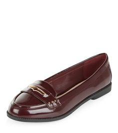 - Patent finish- Metal trim- Slip on design