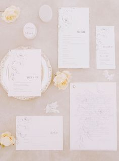 Flatlay or papeterie mariage fine art Photographe : Jérémy Froeliger #bridalaccessories #weddingstationery #fineartwedding Rsvp, Wedding Planner, Marie, Place Cards, Cherry, Place Card Holders, Fine Art, Ile De France, Wedding Stationery