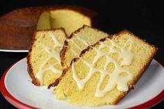En el día de hoy, volvemos con una nueva receta de bizcocho esponjoso y dulce. Se trata de un bizcocho de amaretto con leche condensada que se va a convertir en la estrella de vuestros desayunos y meriendas.