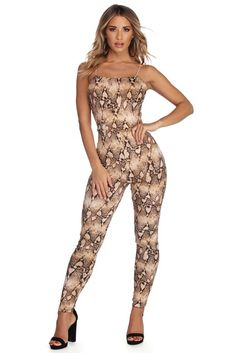 Women's Jumpsuits & Rompers from Windsor up your style for spring! Shop cute to sexy jumpsuits & rompers in glitter, sequin, velvet, denim & lace. Fashion Poses, Fashion Dresses, Women's Fashion, Steam Girl, Honey Bunny, Modern Photography, Gorgeous Women, Beautiful, Summer Styles