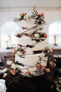 Super awsome fun and easy naked  fall wedding cake idea by useing the chocolate cake mix it give ur cake a dark elegant look grab these while on sale #ad #cakemixcookies #chocolatecake #nakedcake #fallwedding #affiliate #weddingday