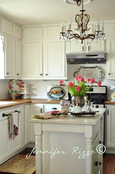 19 Stunning Shabby Chic Kitchen Design Ideas Kitchen Decor It is no secret that the new kitchen of the future is going to be an area where you can showcase your creativity and individuality. Because you can ma. Small Cottage Kitchen, Kitchen On A Budget, Kitchen Redo, New Kitchen, Vintage Kitchen, Kitchen Remodel, Kitchen Ideas, English Cottage Kitchens, Cosy Kitchen