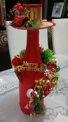 Wine Bottle Art, Diy Bottle, Wine Bottle Crafts, Bottle Centerpieces, Christmas Centerpieces, Xmas Decorations, Beer Crafts, Christmas Projects, Holiday Crafts