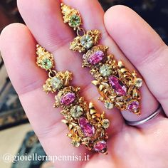Pink and green monday with this georgian repousse topaz and crysoberil earrings #pennisi #gioielleriapennisi #gioielli #gioielliantichi #oro #topaz #pink #crysoberyl #gold #orecchini #orecchiniantichi #lovegoldlive #georgianearrings #georgianera #jewels #jewelry #jewellery #antiquejewels #antiquejewelry #antiquejewellery #oneofakindjewelry #milano