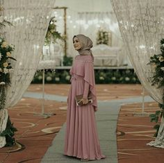 Kebaya Hijab, Kebaya Muslim, Muslim Dress, Kebaya Brokat, Hijab Prom Dress, Dress Brukat, Dress Outfits, Dress Brokat Modern, Pregnant Party Dress