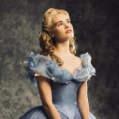 Cinderella Aesthetic, Princess Aesthetic, Disney Aesthetic, Bad Girl Aesthetic, Beauty Life Hacks Videos, Cinderella Carriage, Have Courage And Be Kind, Lily James, Modern Disney
