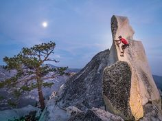 Picture of Alex Honnold monkeying around on top of the Charlatan formation in the Needles of California