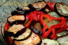 Ratatouille en microondas | Jetsa y la Cocina Ingredientes para 2 : 1 Calabacin 1 Berenjenas 2 Tomates (en mi caso tipo pera) 1/2 Pimiento Rojo 1 Diente de Ajo 1 Cucharada de aceite de oliva Perejil Sal y Pimienta Hierbas de Provenza