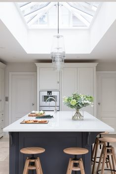 The kitchen island in the Cobham project is perfectly aligned below the roof lantern and it's these architectural details that help to create a really well considered and balanced kitchen design. Small Open Plan Kitchens, Open Plan Kitchen Dining Living, Open Plan Kitchen Diner, Family Kitchen, Living Room Kitchen, New Kitchen, Kitchen Decor, Kitchen Island, Kitchen Lamps
