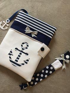 Coffret cadeau protege carnet de santé et attache tétine marinière pour petite fille assortie personnalisable sur commande