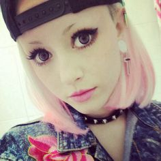 Love her lashes! まつげ