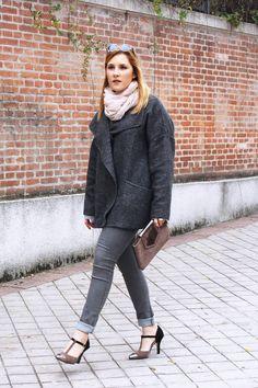 THEULIFESTYLE | blog de moda decoracion y lifestyle#theulifestyle #fashionblogger #style #blogger #personalstyle #fashion #look #moda #streetstyle #outfitoftheday #zaradaily #wiw #wiwt #ootd #maxi #scarf #jaclin #clutch #total #grey #gray #heels