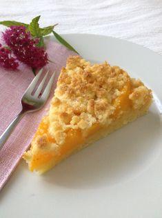 Streuselkuchen ist ein herrlich einfacher Kuchen. Mit unserer Thermomix dauert die Zubereitung keine 5 Minuten. Warm schmeckt er am besten... und am allerbesten mit einer Kugel Vanilleglace. :-)ZUT...