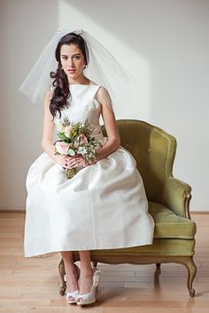Urban Vintage Inspirational Shoot designed by Little Vintage Rentals and photographed by Ananda Lima. Classic Wedding Dress, Gorgeous Wedding Dress, Beautiful Bride, Bridal Shoot, Bridal Gowns, Wedding Gowns, Hotel Wedding, Bridal Hair, City Hall Wedding Inspiration