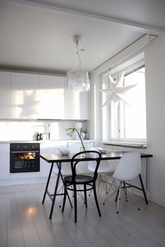 Homevialaura | Modern White kitchen | Kartell Gé | Eames DSR | Ton Chair 14 | Anno Paperitähti from Kodin1