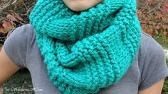 Quick & Easy Knitted Infinity Scarf - Our Southern Home - Knitting Pattern Knitting Ideas Knit 2020 Knitting Trend Beginner Knit Scarf, Easy Knitting, Knitting For Beginners, Loom Knitting, Knitting Needles, Infinity Scarf Knitting Pattern, Knitting Patterns Free, Free Pattern, Scarf Patterns