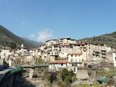 The medieval village of Rocchetta Nervina is located just 13 km from the coast, behind Ventimiglia. This promotes the climate, with temperatures almost constant throughout the year. Its territory is a crossroads between the Ligurian Alta Via dei Monti and the path Balcony, connecting San Remo with Nice and Menton.