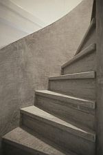 Wil je de trap een trendy betonlook geven? lees hier de tips hoe je dit doet. Stair Renovation, Outside Stairs, Stair Makeover, Painted Stairs, Secret Rooms, Home And Living, Living Rooms, Building Design, House Plans