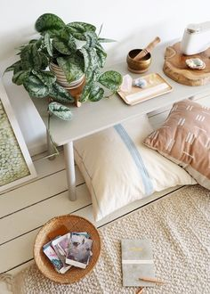 How To Style :: A Calm & Minimal Meditation Space - coco kelley coco kelley Meditation Raumdekor, Meditation Room Decor, Meditation Pillow, Zen Room Decor, Meditation Crystals, Healing Crystals, Healing Stones, Zen Space, Meditations Altar