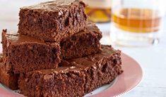 Ce să mâncăm dulce, în zilele de post? O negresă. Nu-i așa că sună bine? De ce anume ai nevoie? – 350 gr zahăr, – 125 gr ulei, – 600 gr făină, – trei linguri cacao, – 350 ml apă, – 4 linguri gem, – 100 gr miez de nucă tăiat mărunt, – coaja de …