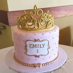 These 13 Amazing Princess Cake Ideas are perfect for any princess birthday party! Find your favorite princess birthday cake for your little one's party! Pink Birthday Cakes, Birthday Cake Girls, Princess Birthday Cakes, Birthday Cake Crown, Pink Cakes, Princess Smash Cakes, Princess Crown Cake, Pink Princess Party, Princess Sophia