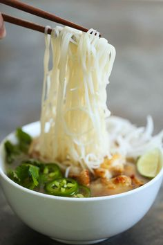 Cheater Pho (Asian Noodle Soup) - Suppe(n) + Ramen + Stew - Dog Treat Recipes, Healthy Dinner Recipes, Cooking Recipes, Healthy Soups, Pho Noodle Soup, Ramen Soup, Asian Noodles, Asian Recipes, Ethnic Recipes