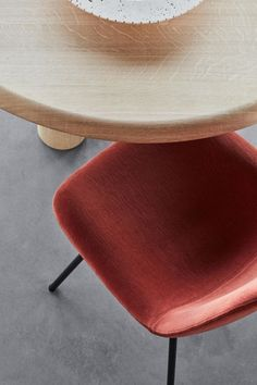 Eyes is a versatile series of chairs that you can truly personalise. Choose from a variety of different bases and an extensive array of fabrics, leather and colours for matching any interior. Allowing you to create the perfect chair in the eyes of the beholder. #fredericiafurniture #erikjørgensen #eyeschair #eyescollection #foersom&hiort-lorentzen #diningchairs #danishdesign #scandinaviandesign #modernorignals #craftedtolast Organic Shapes, Danish Design, Scandinavian Design, A Table, Dining Chairs, The Originals, Stools, Interior, Modern