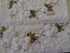 LOY HANDCRAFTS, TOWELS EMBROYDERED WITH SATIN RIBBON ROSES: CONJUNTO DE TOALHAS bordadas com flores de fitas e...