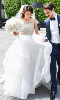 Hayley Paige Dori: buy this dress for a fraction of the salon price on PreOwnedWeddingDresses.com