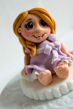 Bridesmaid no 4 visit Zoe's Fancy cake fb page for more lovely cakes. She also now makes YouTube tutorials!