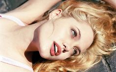 Anglina jolie pics ~ Wall papers
