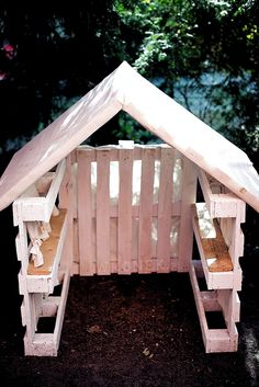 Pallet playhouse Play houses Backyard playground Backyard sheds Garden Back Garden Huts, Garden Shed Diy, Backyard Sheds, Backyard Playground, Playground Ideas, Garden Club, Garden Planters, Hanging Planters, Kids Outdoor Play