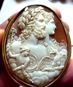 Catawiki online auction house: Museum Quality Large Victorian 9k Gold and Carved Shell Cameo Brooch. Around 1860.