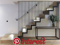 Fall protection for stairs - Modern ideas for stair gate made of metal, glass or ropes - Haus Treppe - Design Modern Stair Railing, Metal Stairs, Staircase Railings, Railing Design, Banisters, Stair Design, Open Stairs, Railing Ideas, Staircase Glass Design