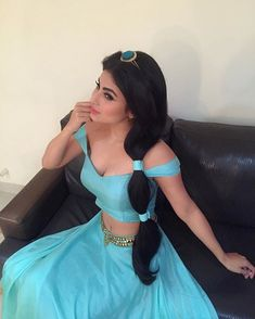 Creat your own Jasmine Costume ☆ Aladdin princess costume for girls & women ✓ For birthday & Halloween ✓ Find images & matching accessories here! Princess Jasmine Makeup, Princess Jasmine Cosplay, Diy Jasmine Makeup, Aladdin Costume, Disney Costumes, Halloween Costumes, Disney Jasmine Costume, Princess Jasmine Halloween Costume, Halloween Carnival