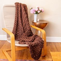 Your Lifestyle by Donna Sharp Chunky Knit Throw - Overstock - 21529411 Shabby Chic Material, Most Comfortable Sheets, Bed Throws, Throw Blankets, Online Bedding Stores, Chunky Knit Throw, Affordable Bedding, Knitted Throws, Cool Beds