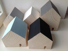 Little woorden houses. Kleine houten huisjes van Binnen woonaccessoires.