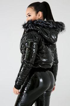 Faux Fur Hoodie, Faux Fur Jacket, Fetish Fashion, Dope Fashion, Moncler Jacket Women, Damaris Lopez, Vinyl Clothing, Leder Outfits, Elegantes Outfit