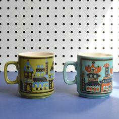 Sara Vardy mugs for Hornsea Hornsea Pottery, Pottery Mugs, Coffee Cups, Tea Cups, Mid Century Design, Kitchen Decor, Objects, Ceramics, Retro