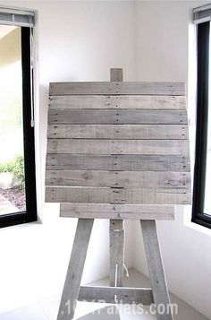 Easel From Recycled Pallet Slats Wall Decor & Painting