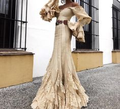 Spanish style – Mediterranean Home Decor Spanish Fashion, Spanish Style, Flamenco Wedding, Flamenco Costume, Flamingo Dress, Spanish Wedding, Couture Dresses, Traditional Dresses, Designer Dresses