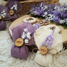 DIY Lavender Bath Bombs Ingredients: This recipe creates about 12 bath bombs. Wedding Gifts For Guests, Wedding Favours, Diy Wedding, Wedding Favor Crafts, Wedding Souvenir, Nautical Wedding, Lavender Bags, Lavender Sachets, Diy Hanging Shelves