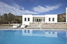 Villa MIMA is a white gem located in Vathi at the edge of the village and very close to the homonymous beach. Upon entrance to its microcosm you will praise its superiority. It is the perfect representation of elegance, gracefully fusing a modern architectural approach with traditional Cycladic elements. #sifnos http://www.tresorhotels.com/en/hotels/14/villa-mima-sifnos