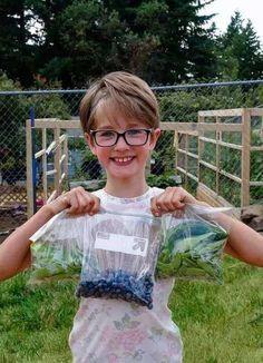 """สาวน้อย 9 ขวบไม่ได้รวยแต่ """"ปลูกผักเพื่อคนจรจัด"""" มา 4 ปี! สร้างบ้านให้แล้ว 11 หลัง แม้แต่พ่อแม่ยังไม่เชื่อว่าจะทำได้!"""