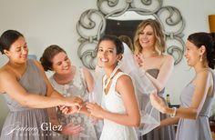 Bride and bridesmaids having fun during getting ready! sandos caracol eco resort wedding photos | sandos caracol wedding photography playa del carmen