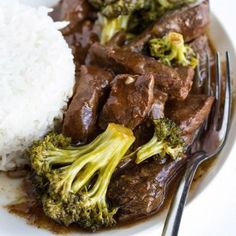 Easy Slow Cooker Beef and Broccoli (via Tasty)  FULL RECIPE:  Slow Cooker Beef a…
