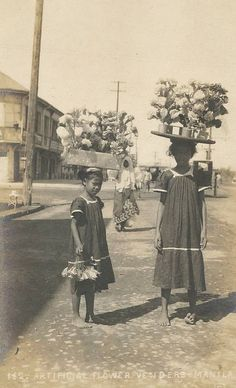 Two girls vendors, selling artificial flowers. Manila, Real photo from private collector shared by ~dalisay~ Vintage Pictures, Old Pictures, Old Photos, Filipino Culture, Filipiniana, Historical Pictures, Rare Photos, Manila, Old World