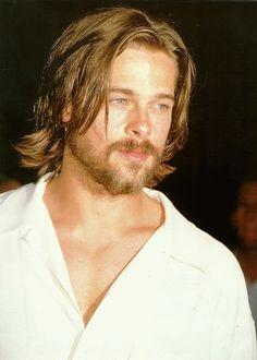 Great collection of Brad Pitt photos. Cool Hairstyles For Men, Haircuts For Men, Brad Pitt Hairstyles, Brad Pitt Pictures, Brad Pitt Haircut, Medium Hair Styles, Long Hair Styles, Wavy Hair Men, Hair And Beard Styles